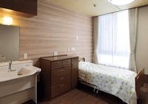 居室によって違う壁紙やカーテンの色